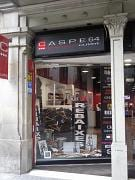 Caspe 64 Outlet : outlet multimarca en Barcelona : Armani Jeans, Versace Jeans Couture, Calvin Klein, Tommy Hilfiger, Miss Sixty, Fornarina, Nolita, Guru, Fracomina, Zu Elements, Meltin Pot, Gas y Woolrich