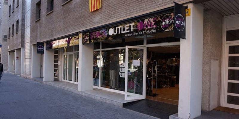 Fachada tienda Barcelona - Stock Outlet One