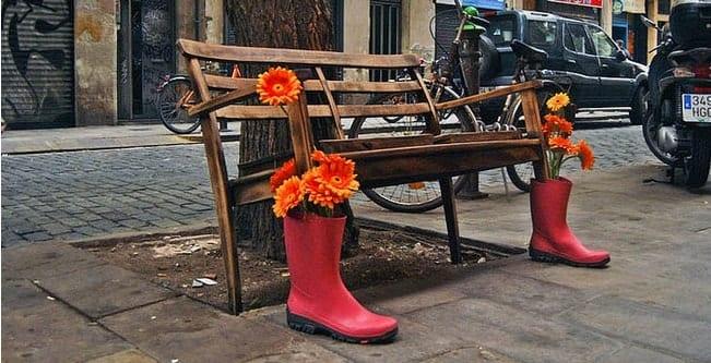 Street art en banco calle - Noticias Outlet en Barcelona 212
