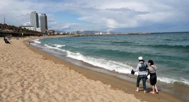 DE - Tranquila playa invierno - Noticias Outlet en Barcelona 300 - Enero 2018